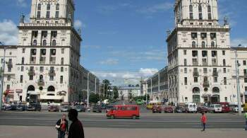 Лукашенко возложил цветы к монументу Победы в Минске