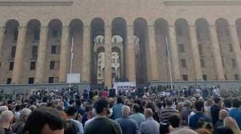 В Тбилиси митингующие требуют отставки премьера