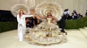 Голые, блестящие, в стиле Мэрилин: самые обсуждаемые наряды Met Gala