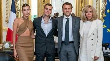 В Сети раскритиковали откровенный наряд жены Бибера на встрече с Макроном