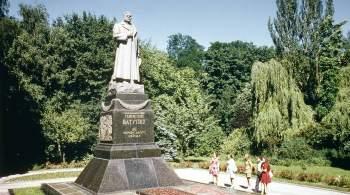 Украинские политики возложили цветы к памятнику Ватутину